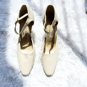 Cathy Jean Off White Pointed Heels